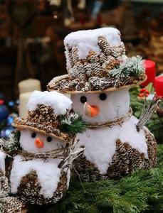 Bild: Schneemänner am Weihnachtsmarkt