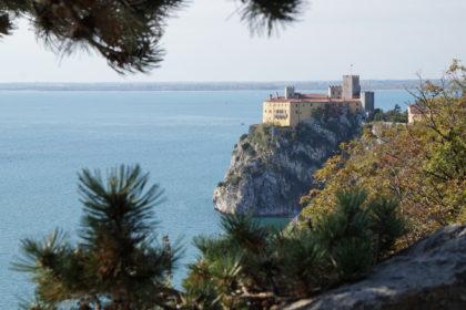 Blick vom Rilke-Weg zum Schloss Duino